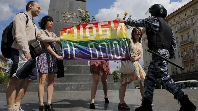 Ученые: Эпидемия ВИЧ в России распространяется из-за гомофобии