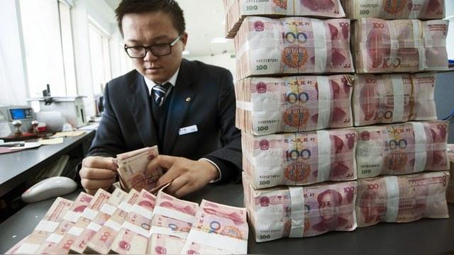Business Insider: Чем США сильнее давят, тем России больше нравится юань