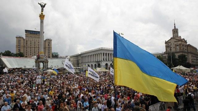 FT: Запад так и не понял, почему Кремль не любит «цветные революции»