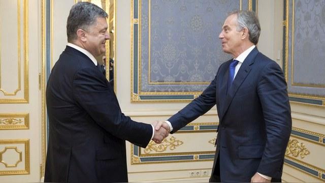 Daily Telegraph: Погостив у Порошенко, Тони Блэр заглянул на форум к Путину