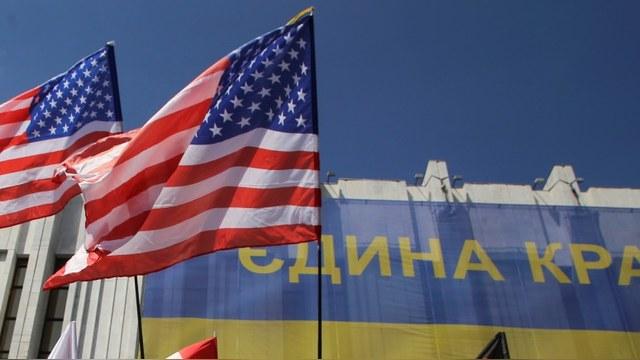 Итальянский журналист: После двух «майданов» в Киеве США идут в Россию