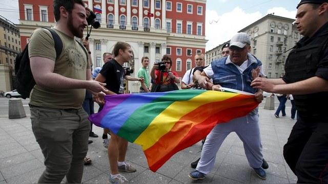 Каждый пятый россиянин боится гомосексуалов