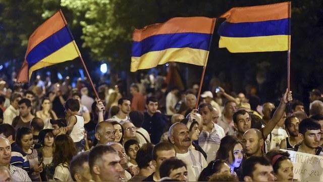 Zhamanak: Брали в долг армяне, а возвращать придется России