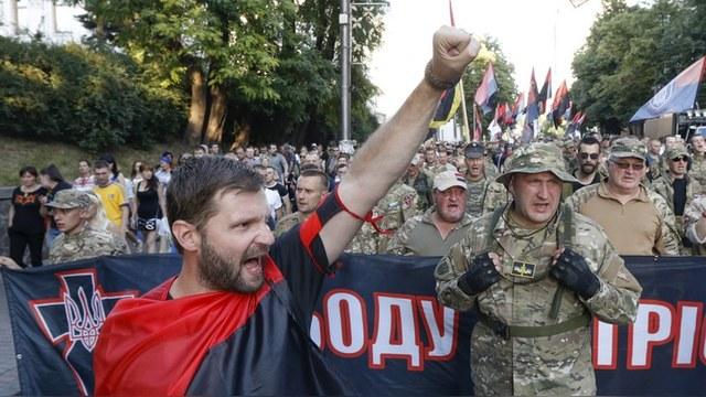 Корреспондент: «Правый сектор» зовет украинцев на Майдан