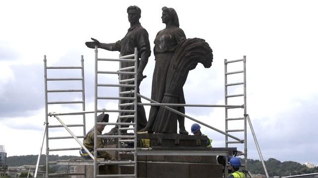 Мэр Вильнюса отправил советские скульптуры на бессрочную реставрацию