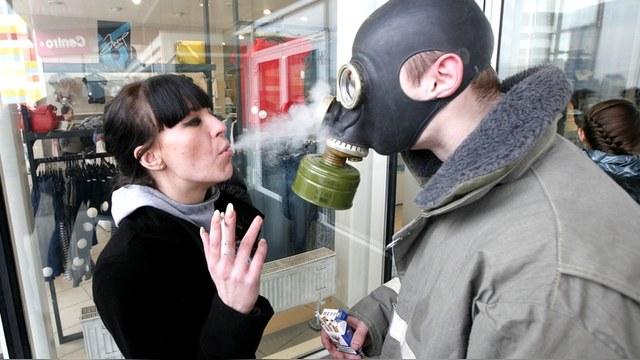 BI: Табачные концерны жалуются, что в России стали меньше курить