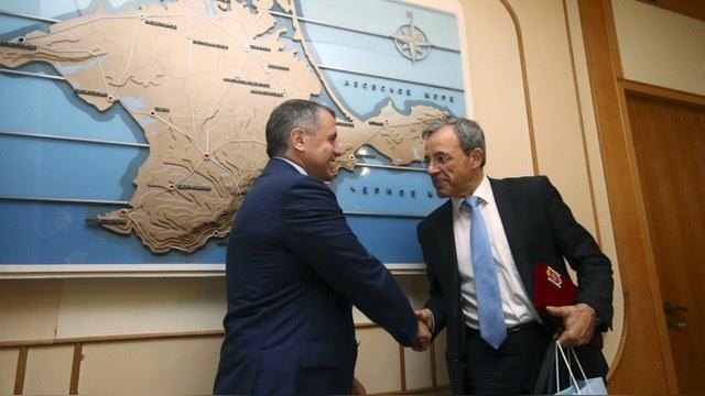 Французские депутаты посетили Крым, чтобы «поставить Париж на место»