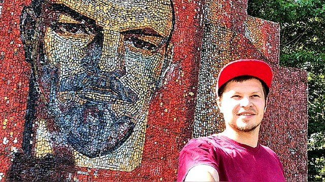 Guardian: Комсомольцы снова потянулись к Ленину... за селфи