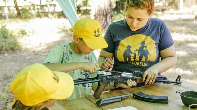 Daily Mail: Украинские нацисты тренируют 6-летних детей для войны в Донбассе