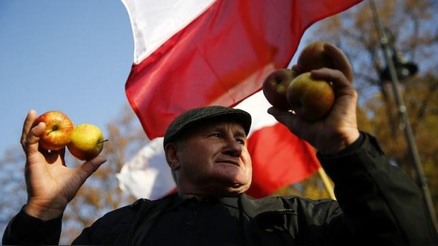Rzeczpospolita: Эмбарго пройдет, а ненависть к польским яблокам останется