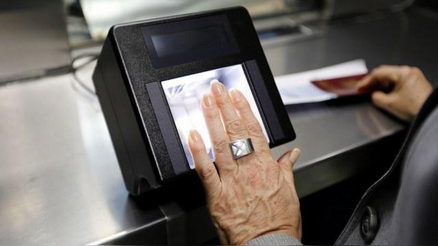 Kurier: Без сдачи отпечатков пальцев «гостей» из ЕС в Россию скоро не пустят