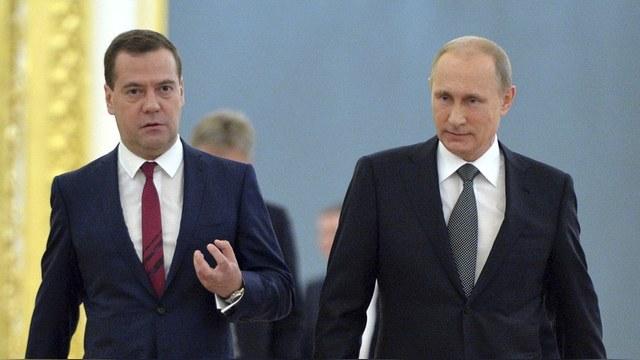 FT: Путин и Медведев играют с Японией в «хорошего и плохого полицейских»