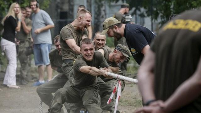 Blauer Bote: Киевская газета похвалилась лагерями «гитлерюгенда» на Украине