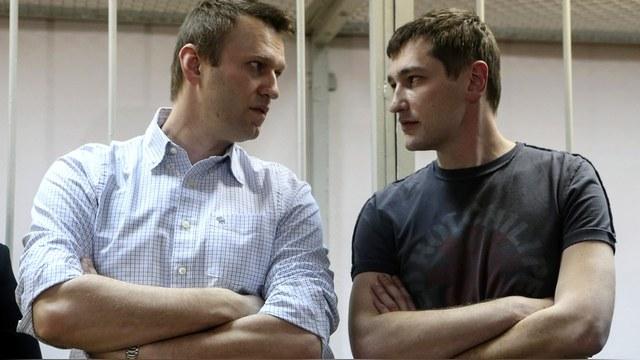В колонии брат Навального подтягивает английский и физическую форму