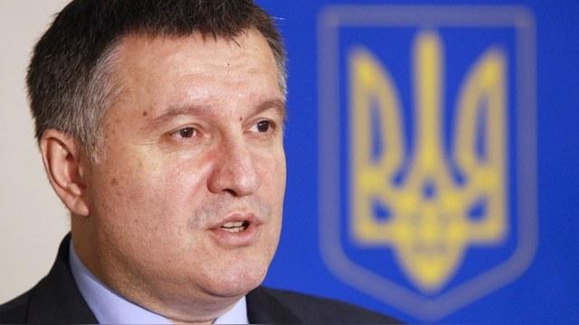На Авакова подали в суд за выступление на русском языке