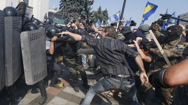 Американские СМИ: Гранату кинули националисты, а виноват – Путин