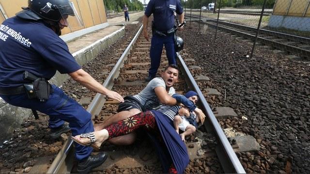 Le Monde: Бывшие соцстраны обходятся с мигрантами не по-европейски