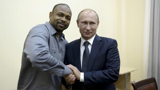 RFE: Путин предоставил боксеру Рою Джонсу российское гражданство