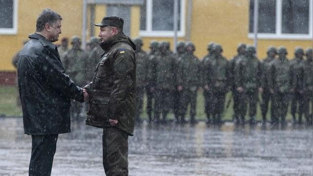 Порошенко объявил о начале масштабной демобилизации на Украине