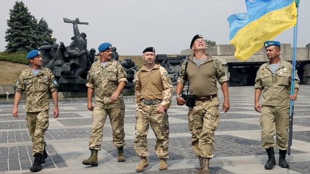 Украинских военных губят ДТП, мины, суицид и... пьянство