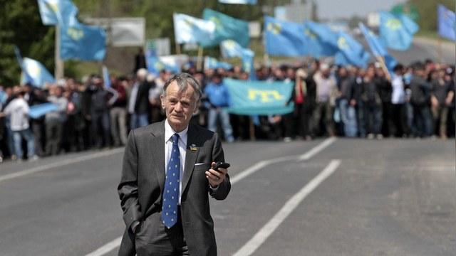 Independent: Крымские татары блокируют полуостров с помощью неонацистов