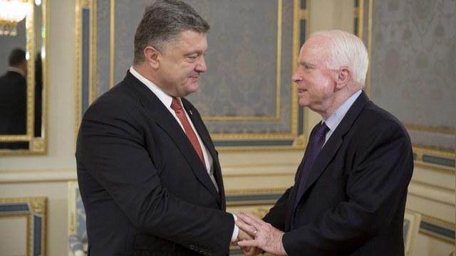 Корреспондент: Порошенко поделился с Маккейном планом выступления в ООН