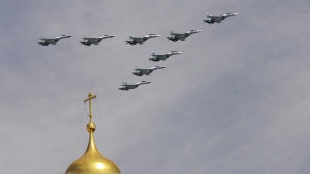 Guardian: Для сирийцев российские военные - герои