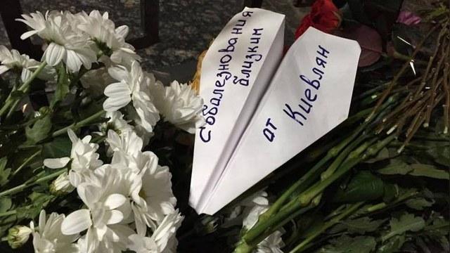 Хвиля: Сколько цветы к посольству РФ ни носи, Кремль этим не задобришь