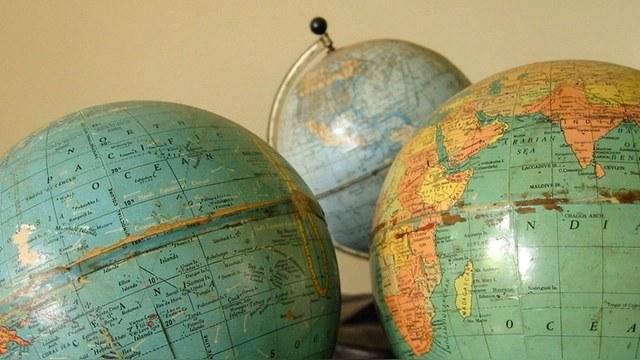 УНН: В магазинах Белоруссии нашли польские глобусы с российским Крымом