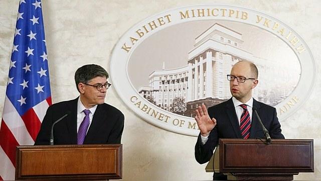 VOA: Яценюк просит оружия и денег для борьбы с Россией