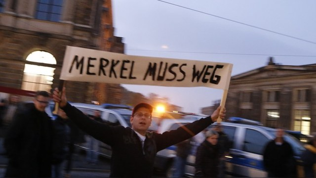Движение PEGIDA: с российскими флагами - против ислама и Меркель