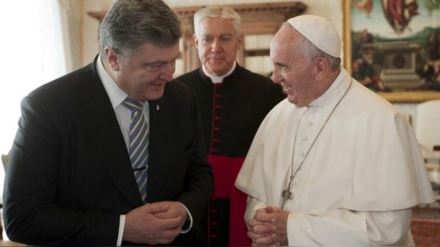 La Croix: Папа Римский призвал Порошенко выполнять Минские соглашения