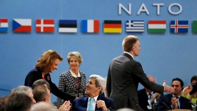FT: НАТО возобновляет контакты с Москвой к негодованию прибалтов