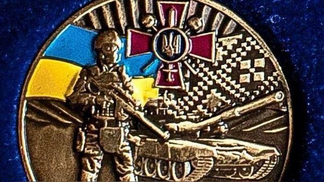 На украинской медали обнаружили «вежливых людей» и танк Т-90