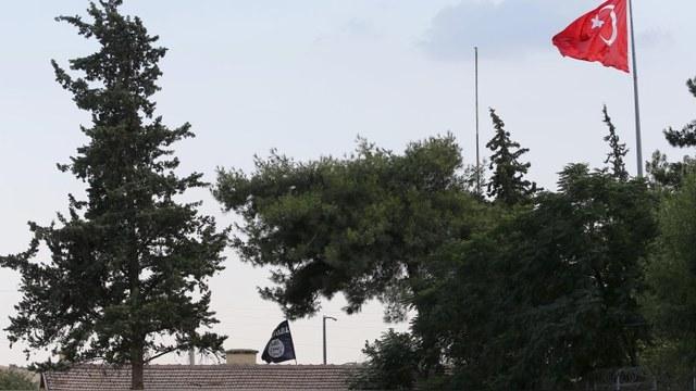 Hürriyet: Турки отказались закрыть границу с Сирией по финансовым причинам