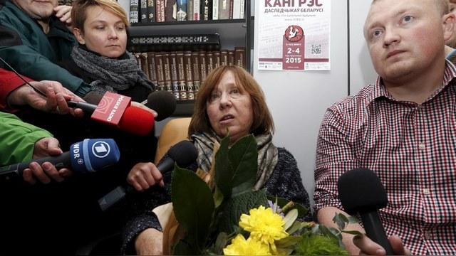 В ожидании премии Алексиевич обрушилась на Россию за Украину и Сирию