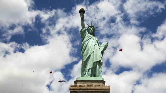 Welt: Москва, Брюссель и Пекин в панике ждут краха «супер-экономики» США