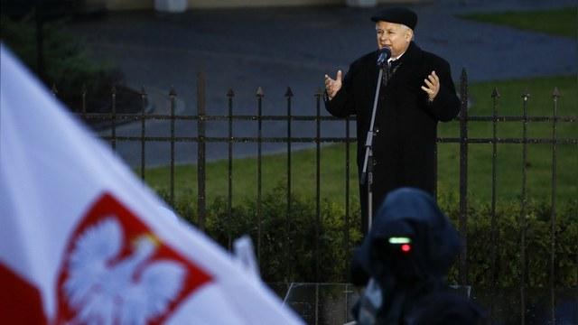 Financial Times: Польша сбилась с пути к европейским ценностям