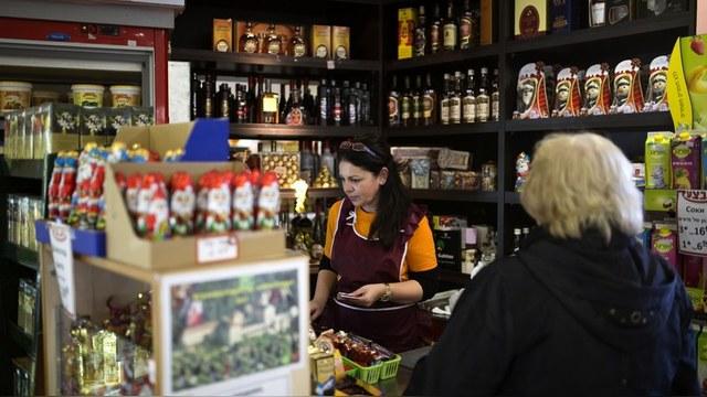 NZZ: «Скучающих на работе русских» не увольняют, несмотря на их «ненужность»