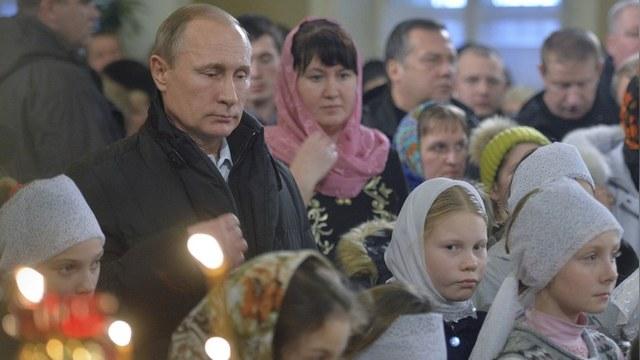 Daily Mail: Путин поставил свечку за успех на Ближнем Востоке