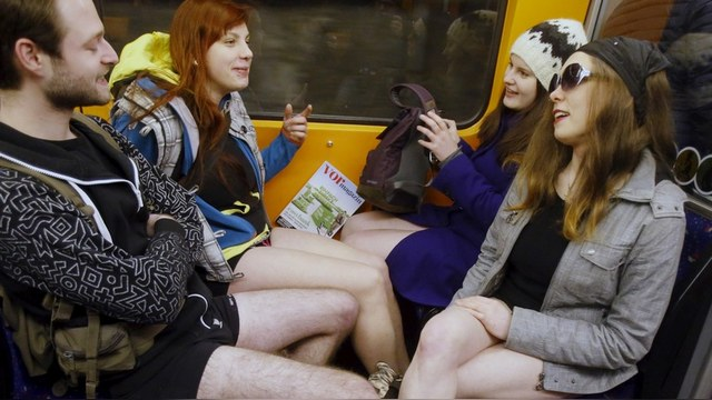 WP: В Москве не позволили просто так прокатиться «в метро без штанов»
