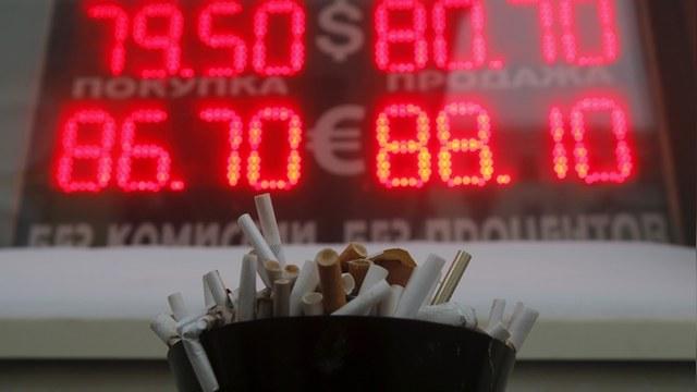 Wall Street Journal: Россиян охватила валютная апатия