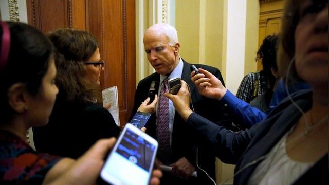 Маккейн: Глупо просить американских налогоплательщиков помогать ВПК России