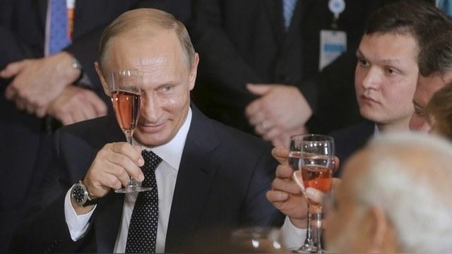 DM: Британские политики испугались, что посол РФ заставит их пить за Путина