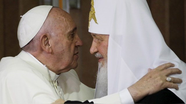Bild: Папа поцеловал не патриарха, а «святого Путина»