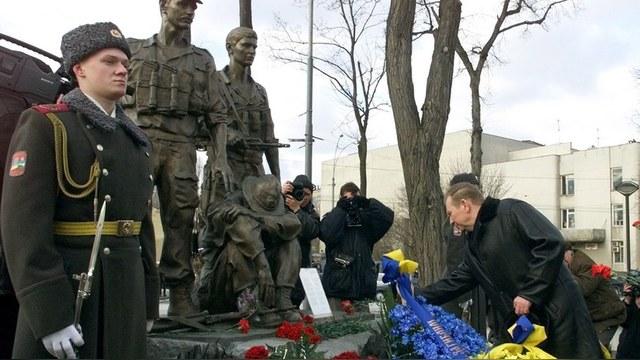Вести: Украинские «декоммунизаторы» замахнулись на воинов-афганцев