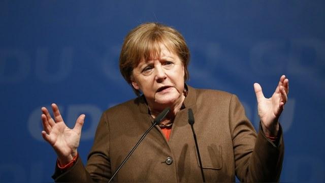 Guardian узнала о планах России «сместить Меркель с помощью беженцев»