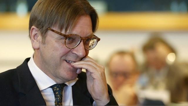 Экс-премьер Бельгии: Давлением на Кремль ЕС спасет и себя, и русских