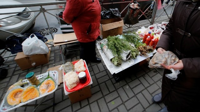 Wall Street Journal: Россияне стали беднее, но Путина не разлюбили