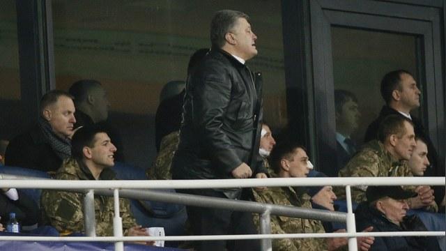 Корреспондент: Порошенко вооружил сборную Украины по футболу